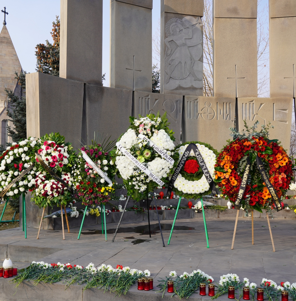 THE ADVOCATES HAVE PAID TRIBUTE TO THE MEMORY OF THE MARTYRS IN YERABLUR